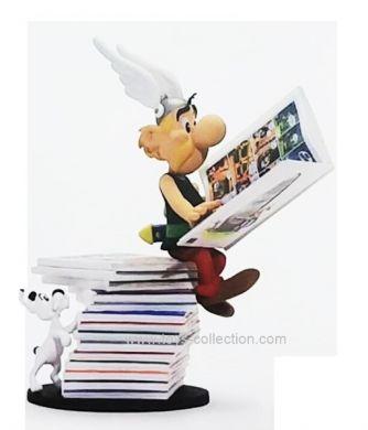 Astérix assis sur une pile de livres