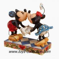 mickey-et-minnie-le-baiser-disney-traditions