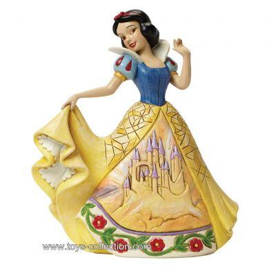 Blanche Neige avec sa robe décorée