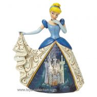 cendrillon-et-sa-robe-decoree-disney-traditions