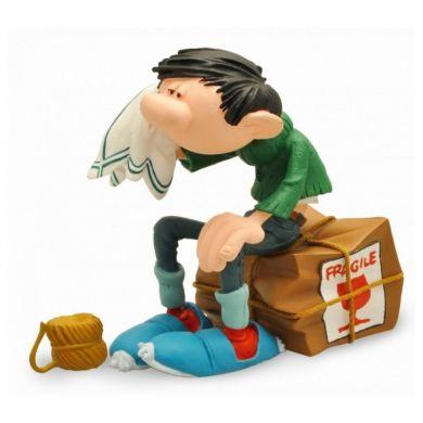 Gaston sur la caisse fragile