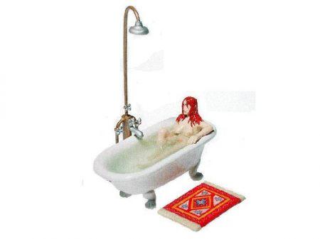 Adéle dans sa baignoire