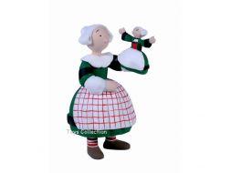 Bécassine et sa poupée
