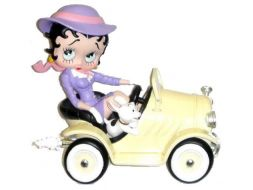 Betty dans la voiture