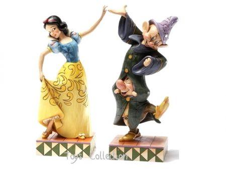 Blanche neige et ses partenaires de danse Simplet et Atchoum