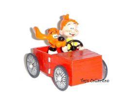 Boule et Bill dans leur voiture en bois