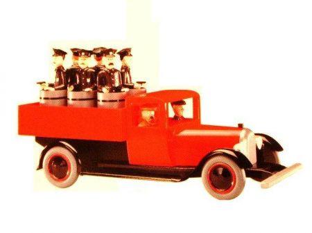 camion rouge de tintin figurine ancienne aroutcheff bois et r sine. Black Bedroom Furniture Sets. Home Design Ideas