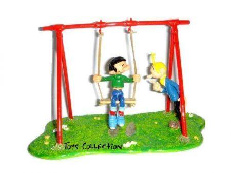 Gaston sur sa balançoire a élastique