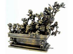Le monument du cinquantenaire des Schtroumpfs en bronze