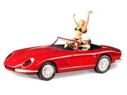 Les pin'up dans le cabriolet Ferrari