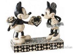 Mickey offre un cadeau coeur a Minnie