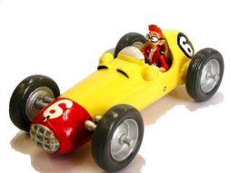Spirou dans sa voiture de course