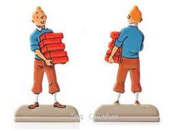 Tintin portant des briques